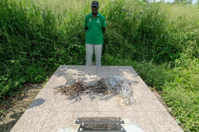 Louis Marie Mang, a UPC activist, stands before the tomb of anti-colonialist leader Ruben Um Nyobe (AFP Photo/-)