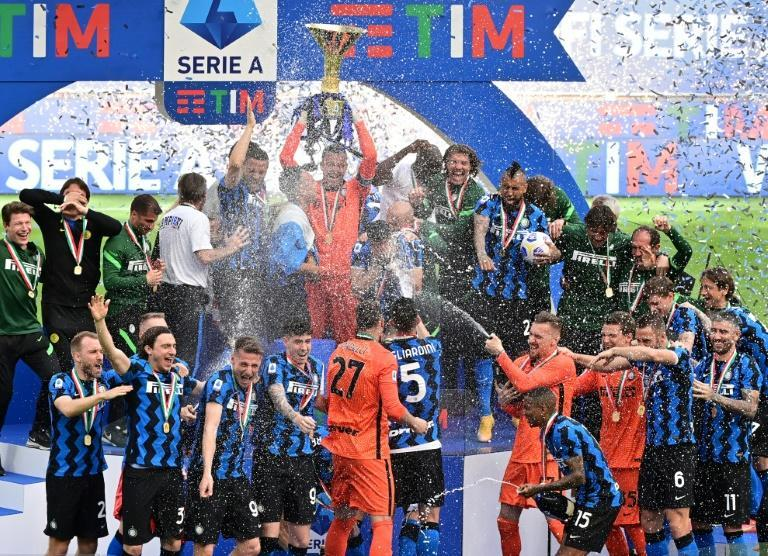 Captain Samir Handanovic (Top C) lifts Inter Milan's first Serie A trophy in 11 years.