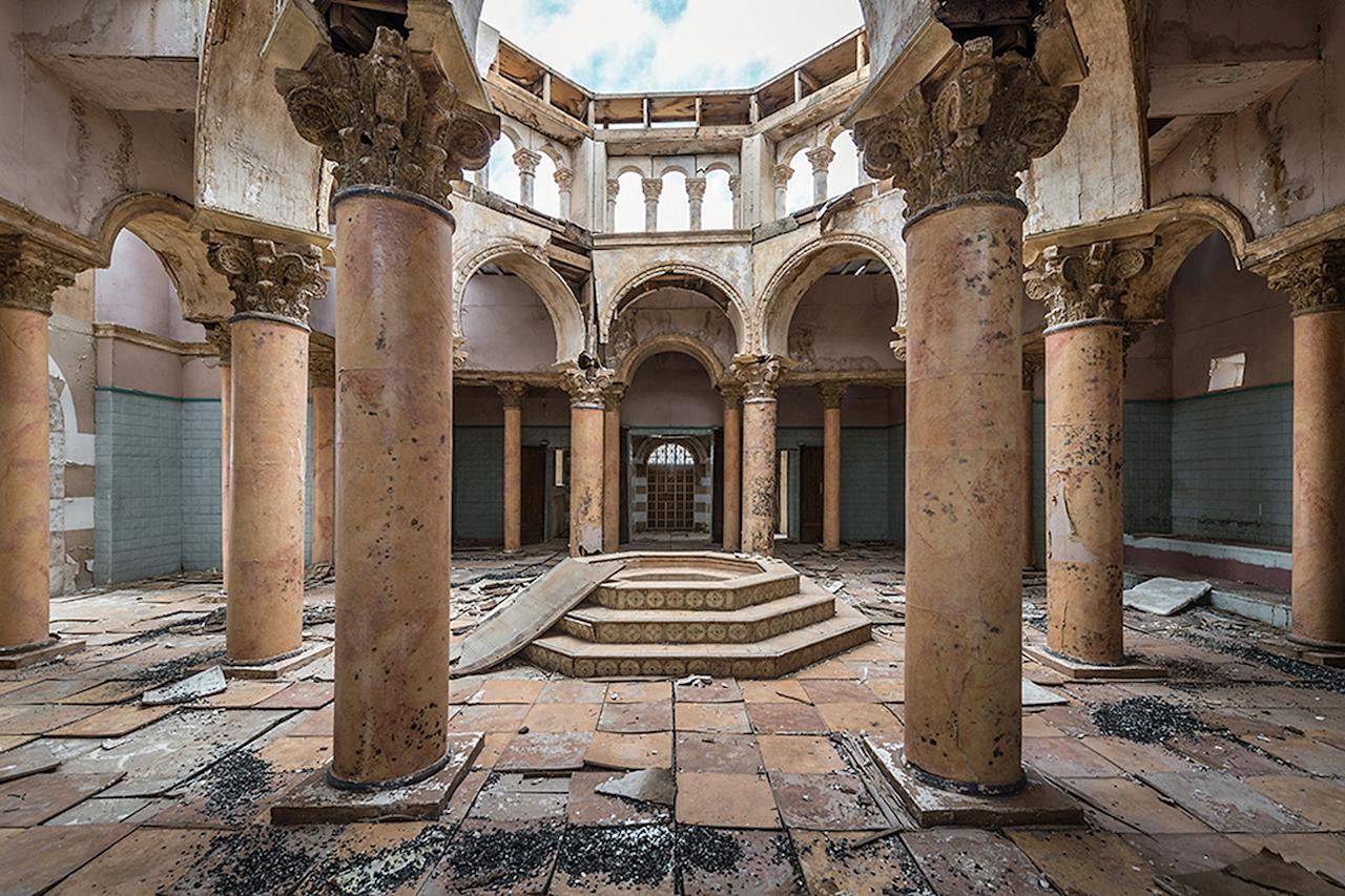 <p>Hollywood in the Desert has been the set for countless films ranging from <em>Game of Thrones</em> to <em>Gladiator</em>. This abandoned set looks beautifully derelict in its current state. (Bob Thissen/Caters News) </p>