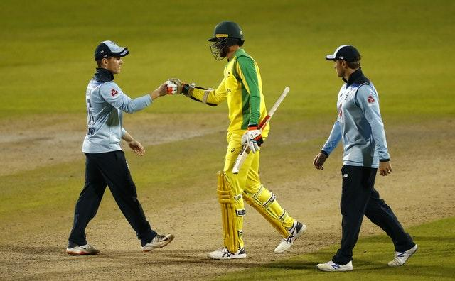 England and Australia fought tooth and nail to the end.
