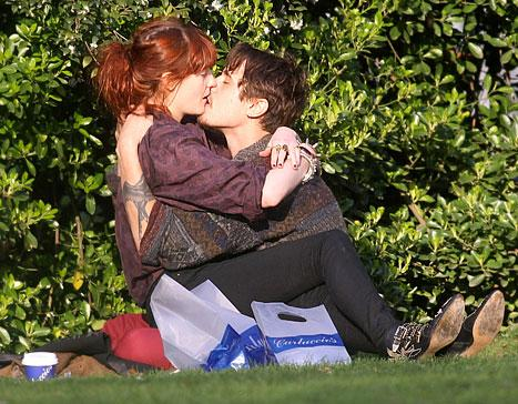 PIC: Florence Welch Makes Out With New Boyfriend James Nesbitt!