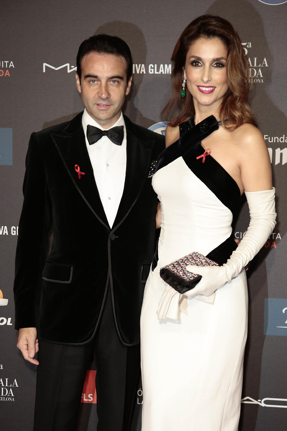 BARCELONA, SPAIN - NOVEMBER 24:  (L-R) Enrique Ponce and Paloma Cuevas pose during a photocall for 'Fifth Gala Against HIV 2014' at the Museu Nacional d'Art de Catalunya on November 24, 2014 in Barcelona, Spain.  (Photo by Miquel Benitez/WireImage)