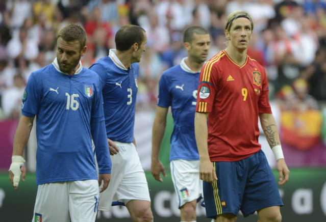 Spanish forward Fernando Torres (R) reacts next to Italian midfielder Daniele De Rossi and Italian defender Giorgio Chiellini (C) during the Euro 2012 championships football match Spain vs Italy on June 10, 2012 at the Gdansk Arena. AFP PHOTO / PIERRE-PHILIPPE MARCOUPIERRE-PHILIPPE MARCOU/AFP/GettyImages