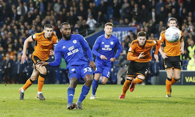 Junior Hoilett misses Cardiff's second penalty given in added time against Wolves.