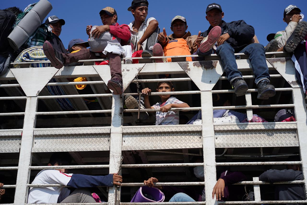 Migrants, part of a caravan of thousands traveling from Central America en route to the United States, travel inside a chicken truck as they make they way to Irapuato from Queretaro, Mexico, November 11, 2018 REUTERS/Go Nakamura
