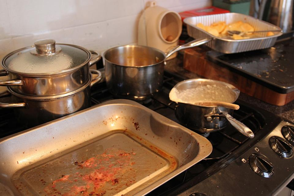 A baking tray cleaning hack has attracted a mixed review online. (Getty Images)