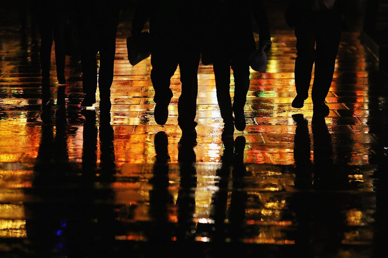 LONDON, ENGLAND - DECEMBER 19:  People walk down the Southbank in the rain on December 19, 2012 in London, England.  (Photo by Dan Kitwood/Getty Images)