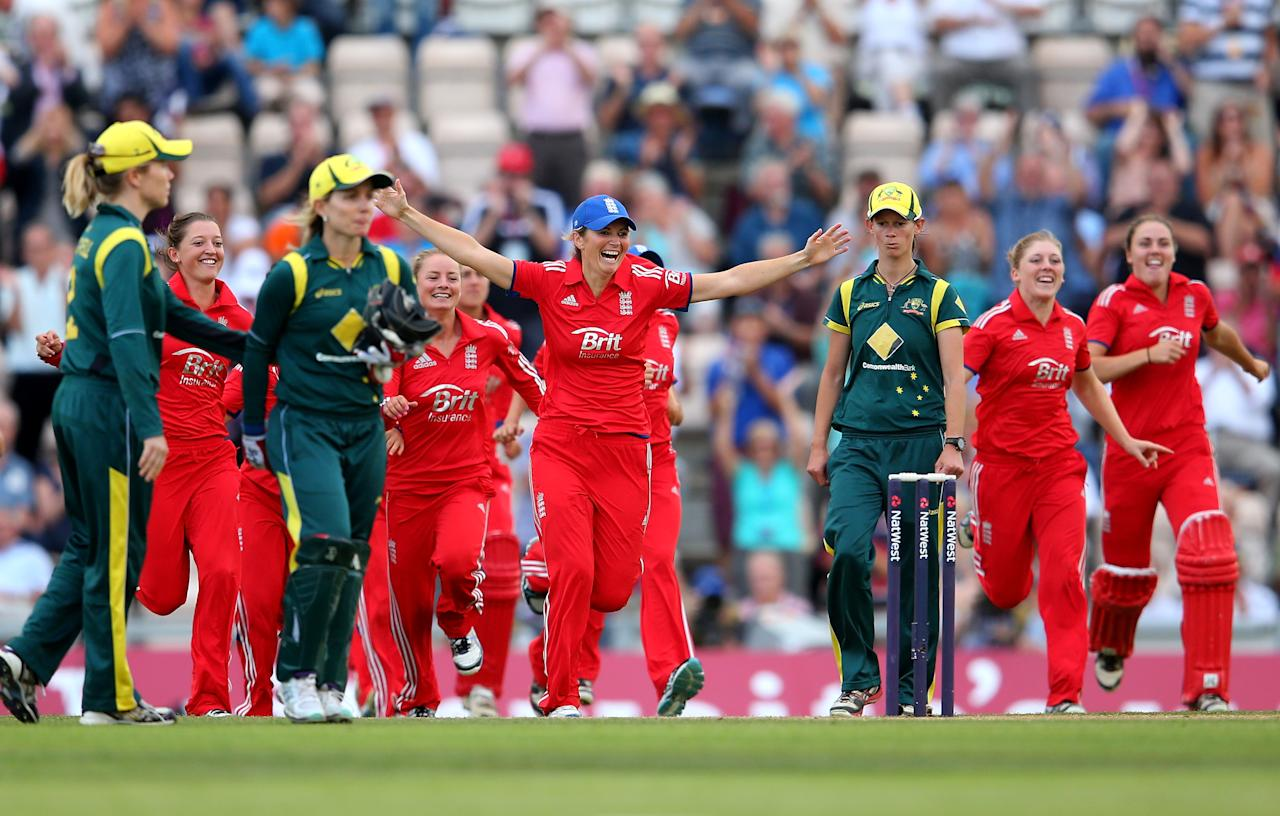 SOUTHAMPTON, ENGLAND - AUGUST 29:  Charlotte Edwards, Captain of England leads the celebrations after their win over Australia during the 2nd NatWest T20 match between England Women and Australia Women at Ageas Bowl on August 29, 2013 in Southampton, England.  (Photo by Julian Finney/Getty Images)