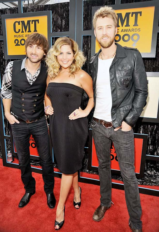 "Lady Antebellum's Dave Haywood, Hillary Scott, and Charles Kelley strutted their stuff in all-black ensembles. Kevin Mazur/<a href=""http://www.wireimage.com"" target=""new"">WireImage.com</a> - June 16, 2009"