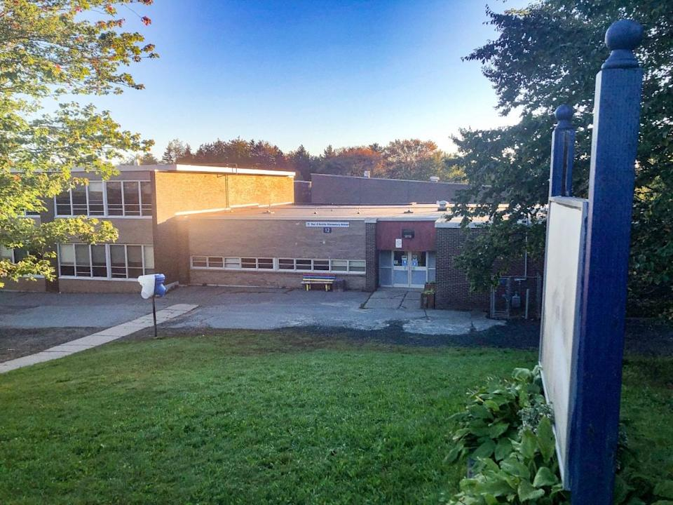 Duc d'Anville Elementary is located in the Halifax-area neighbourhood of Clayton Park. It was already set to be closed on Monday due to Thanksgiving, but its closure will be extended for the entire week. (Blair Rhodes/CBC - image credit)
