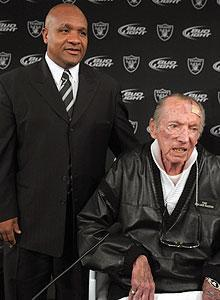 Hue Jackson with Al Davis following the announcement of the coach's hiring