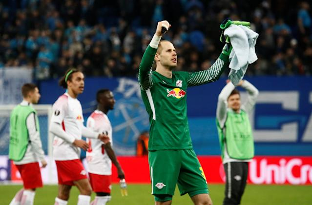 Soccer Football - Europa League Round of 16 Second Leg - Zenit Saint Petersburg vs RB Leipzig - Stadium St. Petersburg, Saint Petersburg, Russia - March 15, 2018 RB Leipzig's Peter Gulacsi salutes their fans after the match REUTERS/Maxim Shemetov