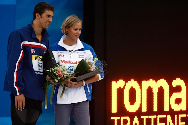 ROME - AUGUST 02: Michael Phelps of United States and Federica Pellegrini of Italy receive the Fina Award during the 13th FINA World Championships at the Stadio del Nuoto on August 2, 2009 in Rome, Italy. (Photo by ISM Agency/Getty Images)