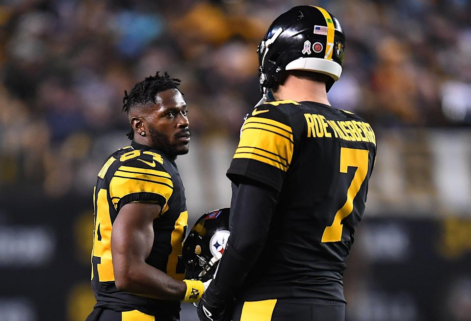 PITTSBURGH, PA - NOVEMBER 08:  Antonio Brown #84 of the Pittsburgh Steelers talks with Ben Roethlisberger #7 during the game against the Carolina Panthers at Heinz Field on November 8, 2018 in Pittsburgh, Pennsylvania. (Photo by Joe Sargent/Getty Images)