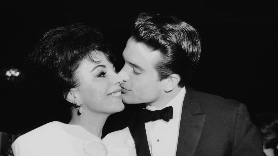 Joan Collins was engaged to fellow Hollywood actor Warren Beatty during the early part of the 1960s. (Earl Leaf/Michael Ochs Archives/Getty Images)