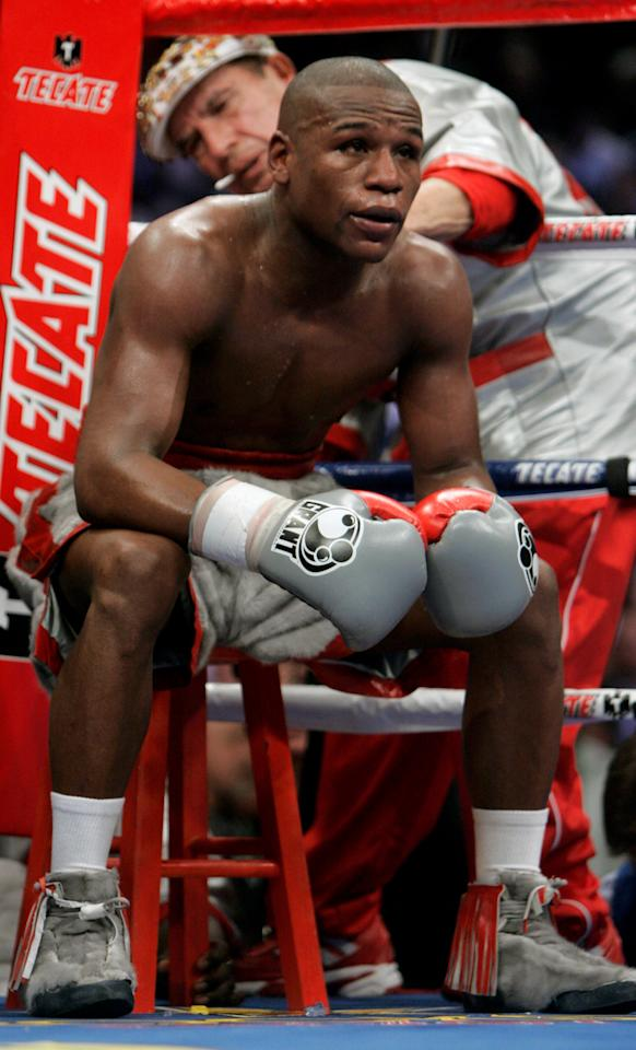 <p>Mayweather retired with an all-time best undefeated record of 50-0, world titles in five different weight classes, three U.S. Gold Gloves and a U.S. national championship. However the 1996 Atlanta Games, in which he took home the featherweight bronze, were the only Olympics he ever competed in. </p>