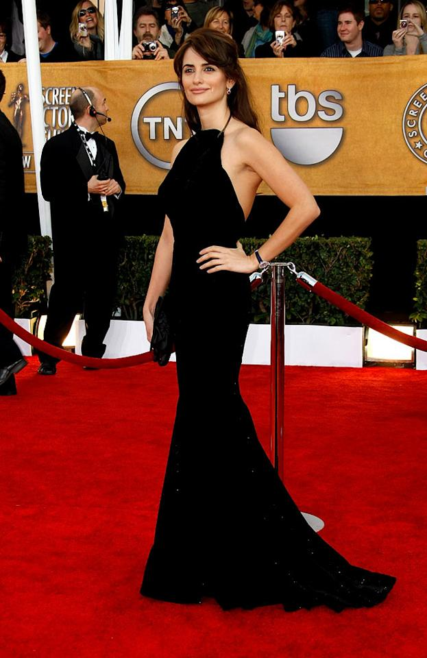 """Penelope Cruz arrives at the <a href=""""/the-15th-annual-screen-actors-guild-awards/show/44244"""">15th Annual Screen Actors Guild Awards</a> held at the Shrine Auditorium on January 25, 2009 in Los Angeles, California."""