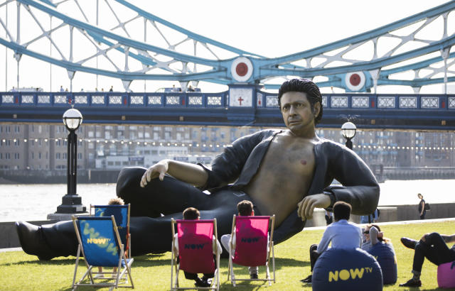 A statue of a shirtless Jeff Goldblum rests in a London park. (Photo: Getty)