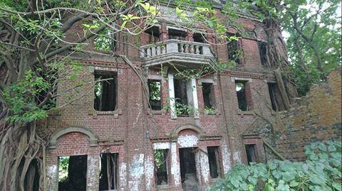 """<p>Also known as the Mínxióng Ghost House, this three-story baroque mansion was built in 1929. The Liu family, its occupants, reportedly abandoned it in the 1950s because it had become haunted by a heartbroken maid who drowned herself in the well. Another theory is that it's haunted by Japanese imperial army soldiers who died in a battle on the site.</p><p><a href=""""https://www.instagram.com/p/BdIF6kLH454/"""" rel=""""nofollow noopener"""" target=""""_blank"""" data-ylk=""""slk:See the original post on Instagram"""" class=""""link rapid-noclick-resp"""">See the original post on Instagram</a></p>"""