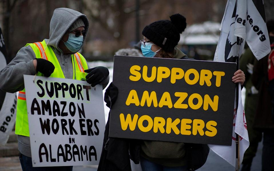 Amazon workers in alabama - AFP