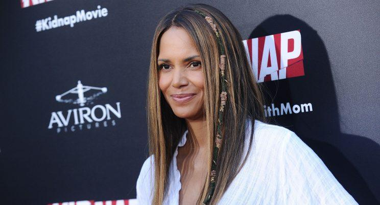 Halle Berry Wore a Hair Wrap on The Red Carpet