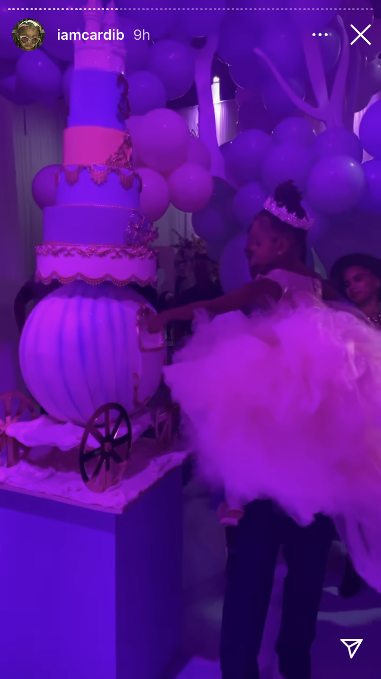 She was given a huge cake that looked like a carriage (Cardi B/Instagram)