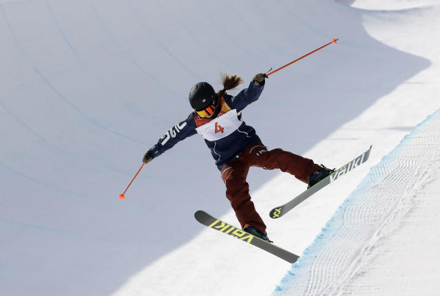 <p>Maddie Bowman, of the United States, crashes uring women's halfpipe final at Phoenix Snow Park at the 2018 Winter Olympics in Pyeongchang, South Korea, Tuesday, Feb. 20, 2018. (AP Photo/Lee Jin-man) </p>