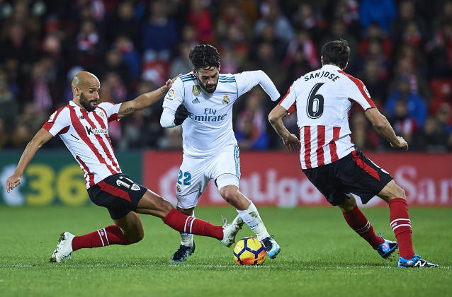 "<a class=""link rapid-noclick-resp"" href=""/soccer/players/isco/"" data-ylk=""slk:Isco"">Isco</a> tries to split two Athletic Bilbao defenders during <a class=""link rapid-noclick-resp"" href=""/soccer/teams/real-madrid/"" data-ylk=""slk:Real Madrid"">Real Madrid</a>'s draw at San Mames. (Getty)"