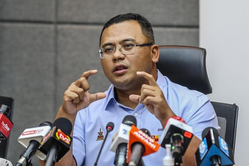 Selangor Mentri Besar Datuk Seri Amirudin Shari said most of the cases that contributed to the backlog came from the results of coronavirus screening undertaken at factories, prisons as well from private clinics and hospitals that were not reported in 'real-time'. ― Picture by Firdaus Latif