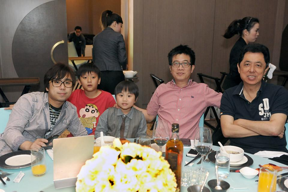 Also spotted: Popular child actor Xiao Xiao Bin (C) and family