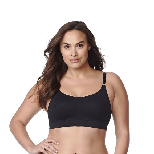 da113a699bc A bra expert shows us how to choose the right plus-size sports bra