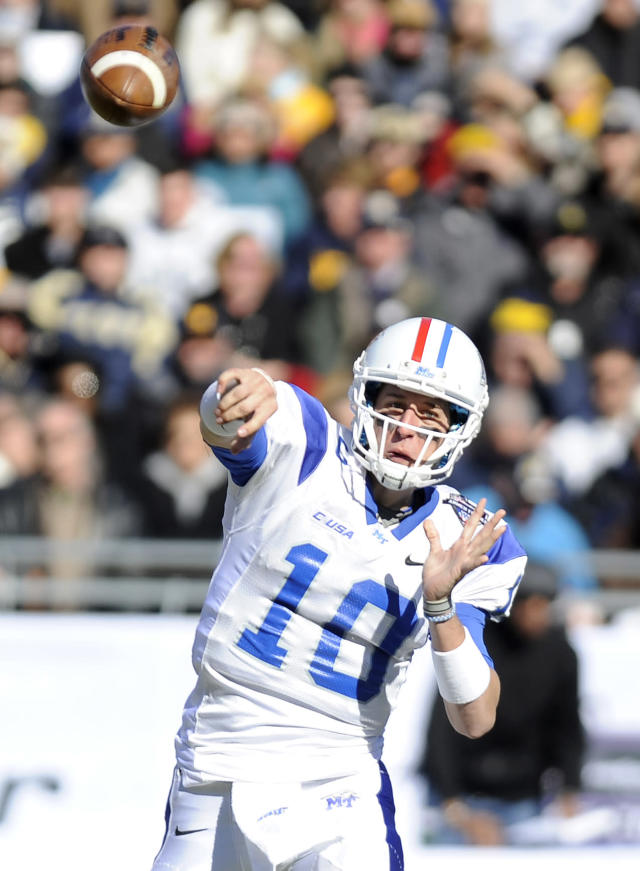 Middle Tennessee Blue Raiders quarterback Logan Kilgore (10) throws a pass in the second half during the Armed Forces Bowl NCAA college football game against the Navy Midshipmen, Monday, Dec. 30, 2013, in Fort Worth, Texas. Navy won 24-6. (AP Photo/Matt Strasen)