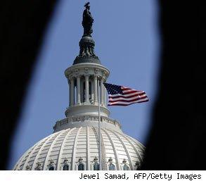 federal workers earn more than private sector