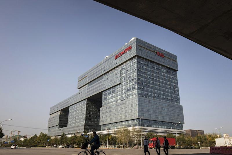 Why is JD.com spending US$400 million to buy this hotel in Beijing?