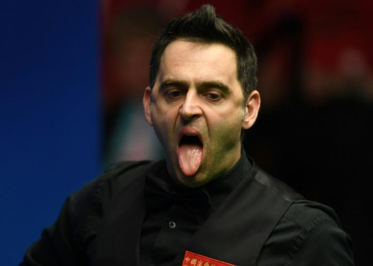 Ronnie O'Sullivan needs to win seven frames from a possible nine to advance and equal Stephen Hendry's record of 12 Crucible semi-finals