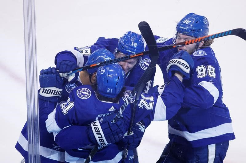 Point's OT winner lifts Lightning over Jackets 5-4 in Game 5