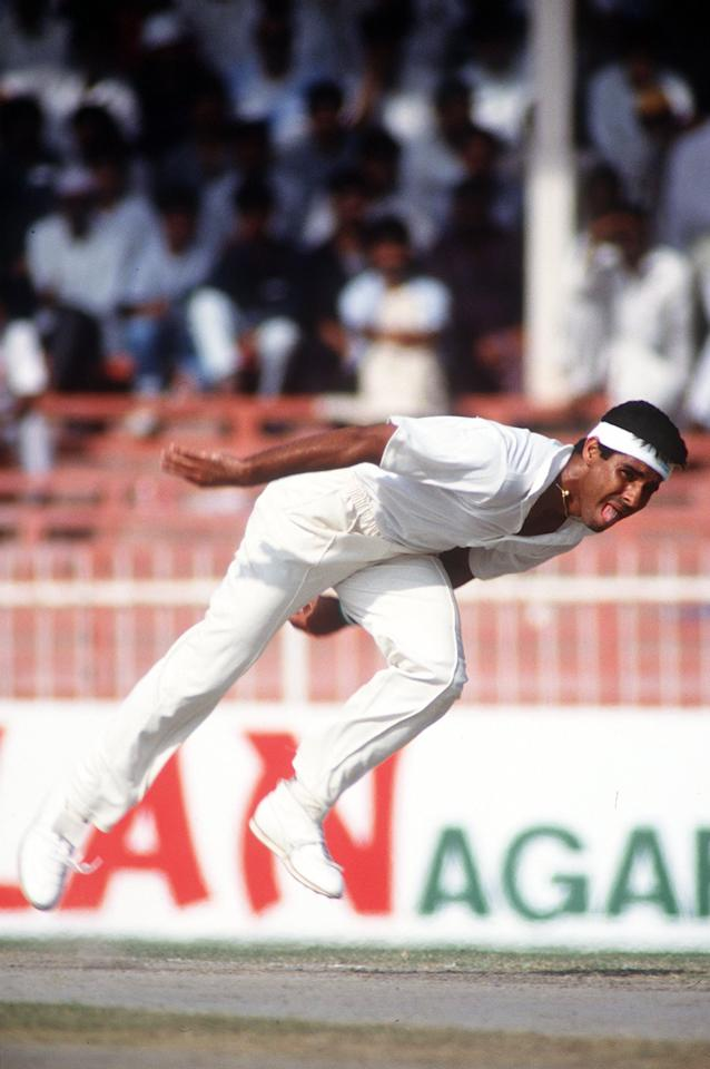 OCT 1991:  A PICTURE SHOWING WAQAR YOUNIS OF THE PAKISTAN CRICKET TEAM AS HE BOWLS DURING THE SHARJAH CRICKET TOURNAMENT Mandatory Credit: Ben Radford/ALLSPORT