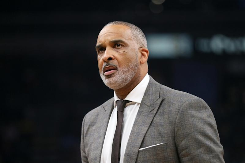 Phil Handy coaching with Lakers