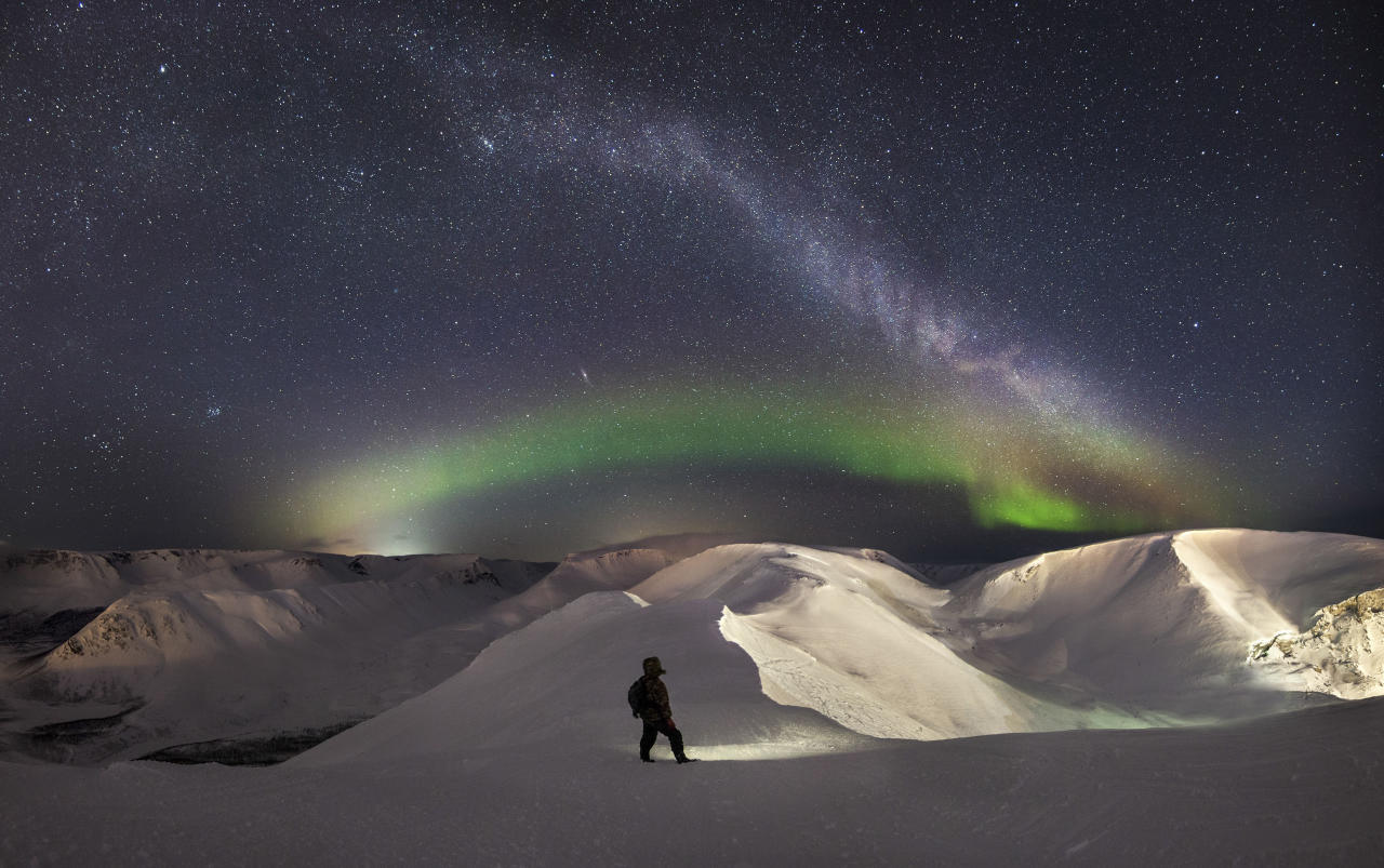 """<p>Vitaly Istomin, 26, spent several nights in freezing conditions under the stars in northern Russia's Khibiny Mountains to capture the aurora's """"rainbows."""" (Photo: Vitaly Istomin/Caters News) </p>"""