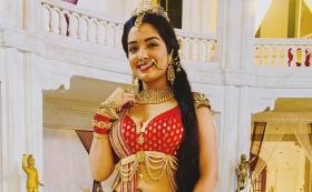 Watch: How Bhojpuri actress Aamrapali Dubey nails the #BalaChallenge in a traditionally decked up attire