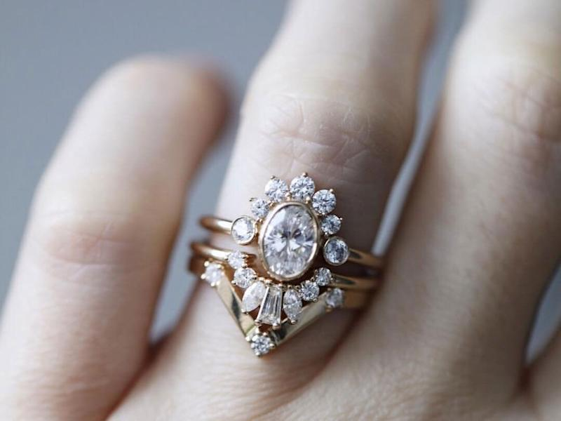 0fd381e96 25 Oval Engagement Rings for the Classic Bride