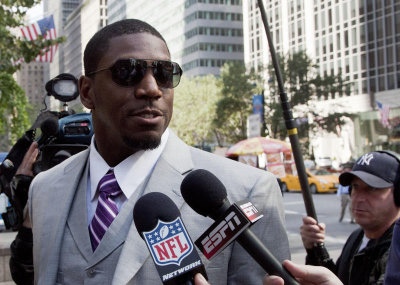 New Orleans Saints linebacker Jonathan Vilma arrives at the National Football League's headquarters, Monday, June 18, 2012 in New York. Vilma and three other players are appealing their suspensions for their role in the Saints bounty program. (AP Photo/Mark Lennihan)