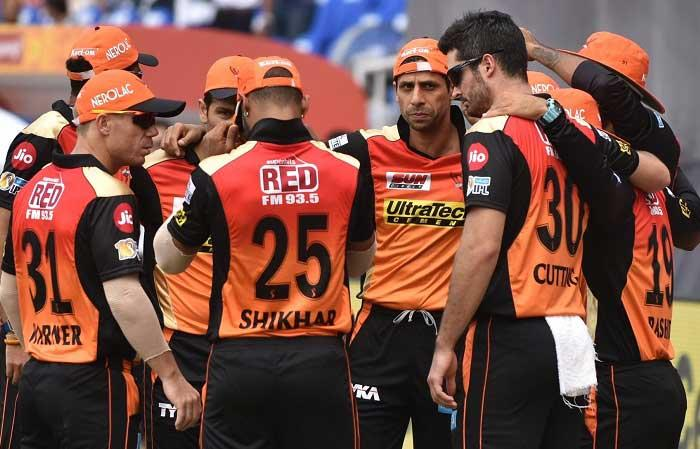 IPL 10: Sunrisers Hyderabad restrict Gujarat Lions to 135/7