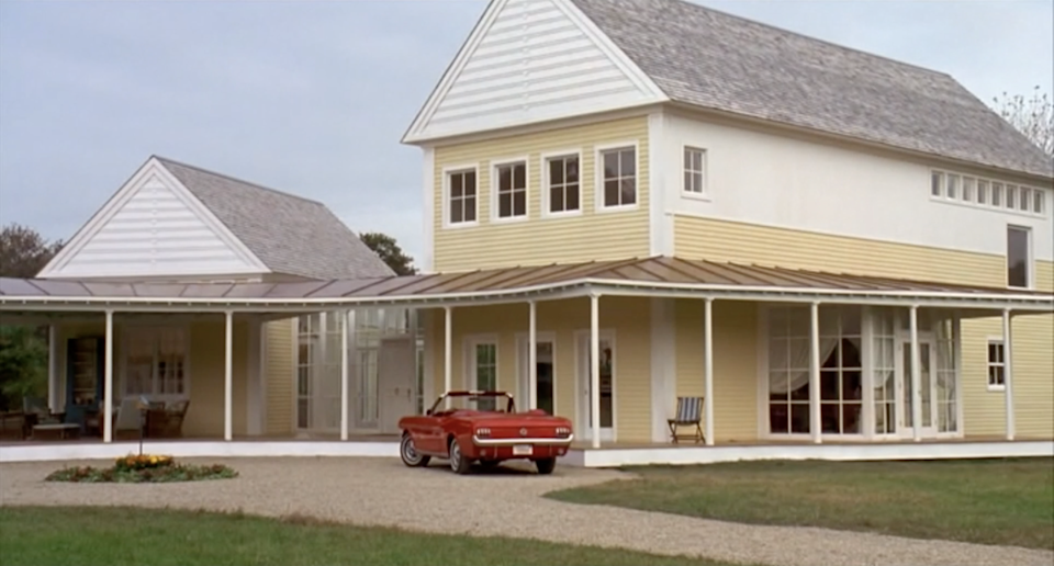 """<p>Steve Martin's house in <em>Housesitter</em> deserves to be number four on this list for multiple reasons. For starters, his character Newton Davis built the dream home himself. More importantly, it's located on a lake, has a wraparound front porch, and has some pretty sick views. The little yellow house isn't so little, either. I mean, hello, look at that great room. I'd totally live here, unfortunately, the house was a standing set in Concord, Massachusetts, and torn down after filming ended.</p><p><a class=""""link rapid-noclick-resp"""" href=""""https://www.amazon.com/Housesitter-Steve-Martin/dp/B0025TOH5S/ref=sr_1_2?s=instant-video&ie=UTF8&qid=1543876288&sr=1-2&keywords=housesitter&tag=syn-yahoo-20&ascsubtag=%5Bartid%7C10063.g.35507124%5Bsrc%7Cyahoo-us"""" rel=""""nofollow noopener"""" target=""""_blank"""" data-ylk=""""slk:WATCH ON AMAZON PRIME"""">WATCH ON AMAZON PRIME</a></p>"""