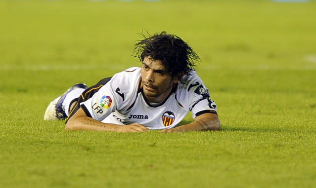 Valencia's Argentinian midfielder Ever Banega reacts during the Spanish league football match Valencia CF vs Athletic Bilbao on October 23, 2011 at the Mestalla stadium in Valencia.AFP PHOTO/ JOSE JORDAN (Photo credit should read JOSE JORDAN/AFP/Getty Images)
