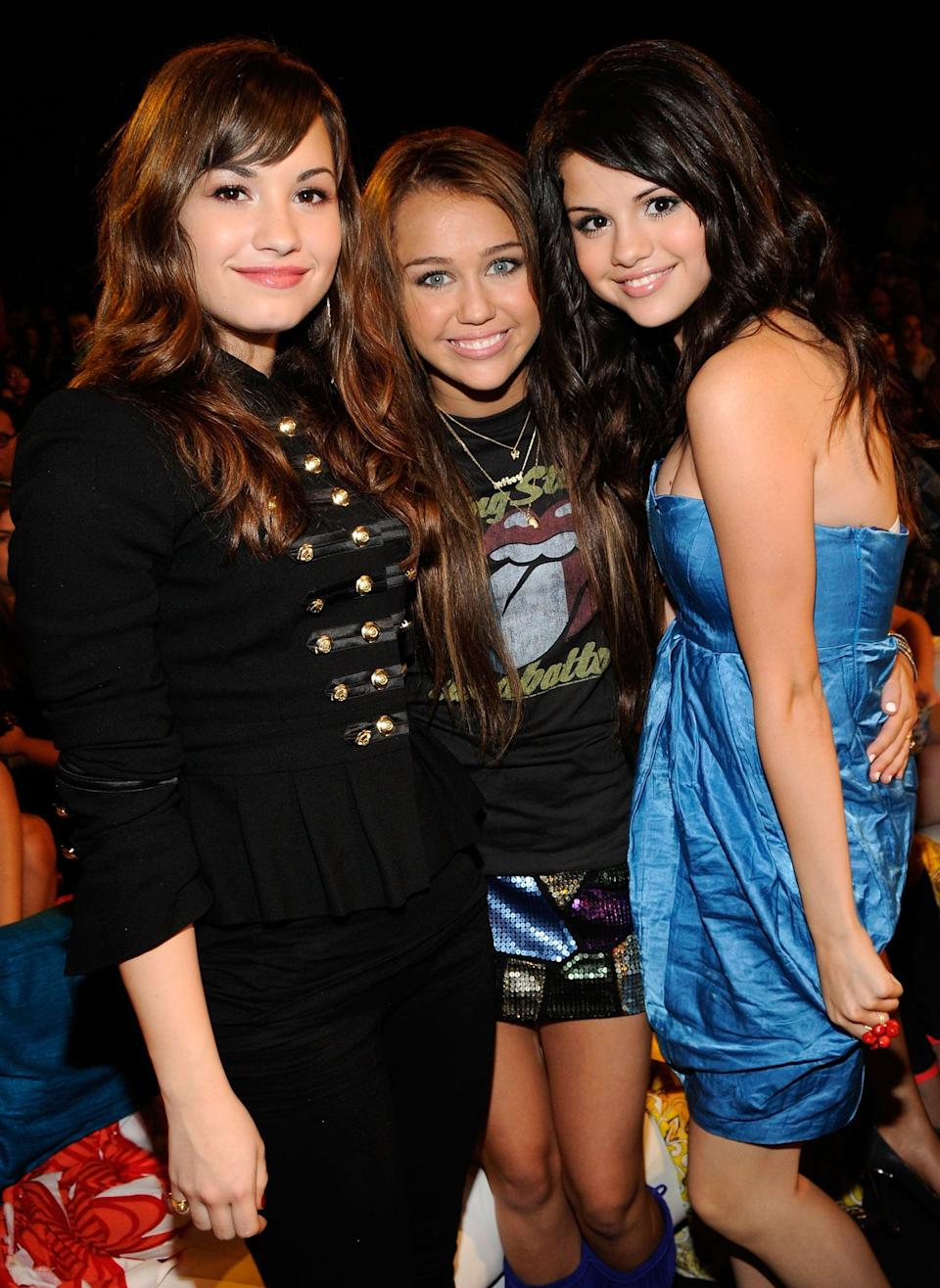 """<p>At the Teen Choice Awards in LA, Selena met up with her pals Demi Lovato and <a class=""""link rapid-noclick-resp"""" href=""""https://www.popsugar.com/Miley-Cyrus"""" rel=""""nofollow noopener"""" target=""""_blank"""" data-ylk=""""slk:Miley Cyrus"""">Miley Cyrus</a>.</p>"""