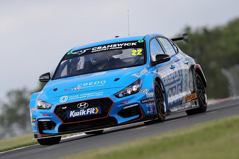 Sutton scorches to victory in third Donington race