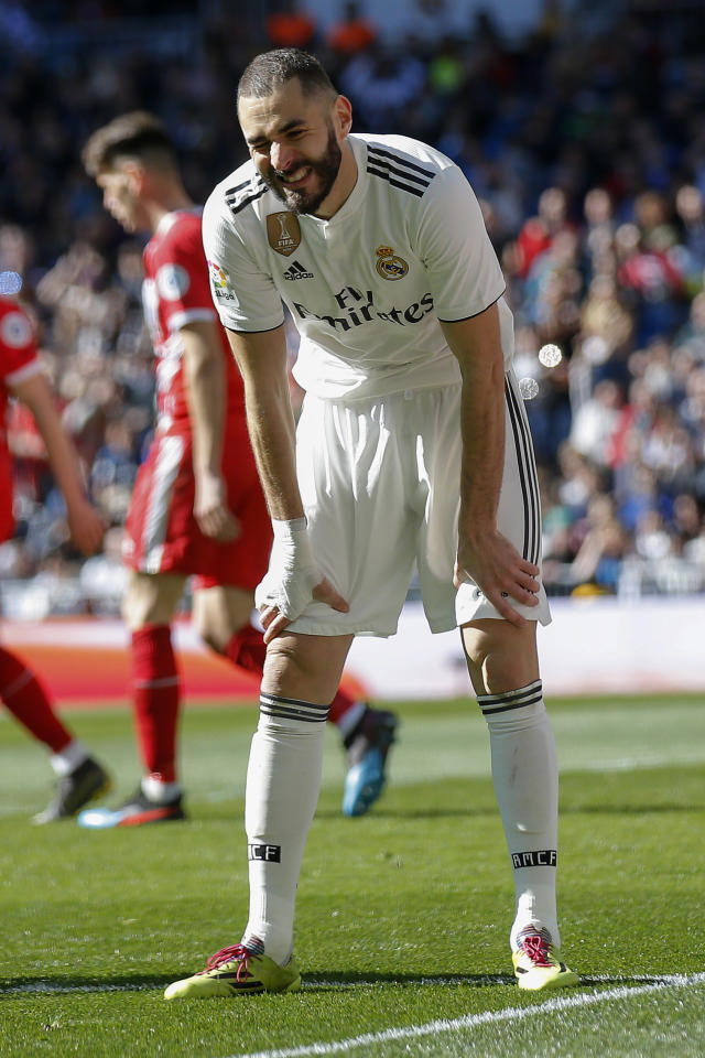 Real Madrid's Karim Benzema gestures after failing to score during a La Liga soccer match between Real Madrid and Girona at the Bernabeu stadium in Madrid, Spain, Sunday, Feb. 17, 2019. (AP Photo/Andrea Comas)
