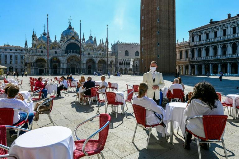 The cafes in St Mark's Square are busy again after four months of lockdown (AFP Photo/ANDREA PATTARO)