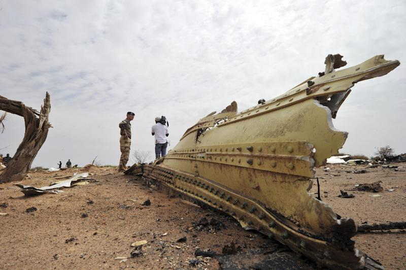 Debris from Air Algerie Flight AH 5017 scattered at the crash site in Mali's Gossi region, west of Gao, on July 26, 2014 (AFP Photo/Sia Kambou)